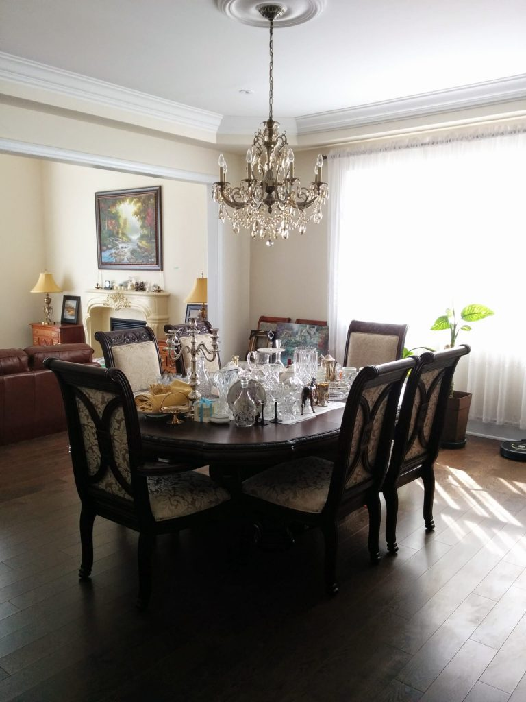 classic dining room with crown moulding and ceiling chandelier – ceiling moulding Bradford