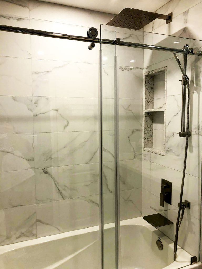 Luxury Bathtub with Glass Enclosure